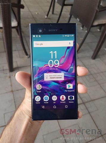 Sony Xperia F8331 face