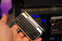Motorola BackFlip MWC 04