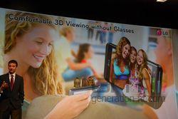 MWC conf LG Optimus 3D 06