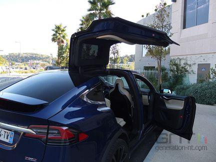 Tesla Model X Falcon Wing 02