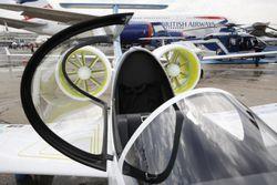 130617_GB_E Fan Pilot at the static_01195_lo