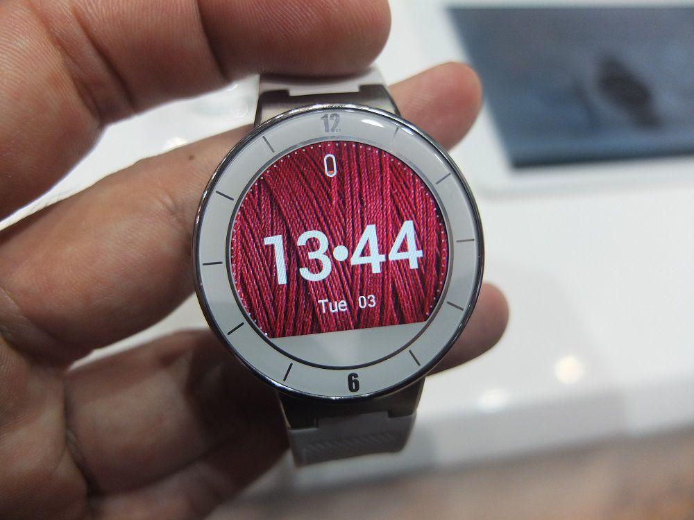 mwc 2015 alcatel one touch watch la montre connect e ronde compatible android et ios. Black Bedroom Furniture Sets. Home Design Ideas