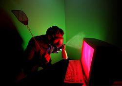 Article n° 103 - Comment utiliser toutes les fonctionnalités de Google - hacker à la cherche d'informations