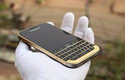 BlackBerry Classic Gold 1
