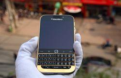 BlackBerry Classic Gold 2