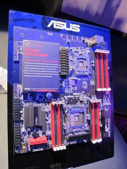 Carte mère Asus LGA 1366 / LGA 2011 - 1