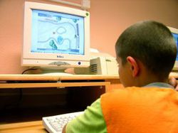 enfant_devant_ordinateur