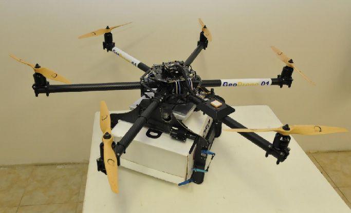 la poste un drone de livraison de colis test avec geopost dans le var. Black Bedroom Furniture Sets. Home Design Ideas