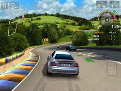 GT Racing HD iPad 01