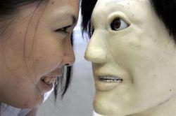 Japon robot visage humain