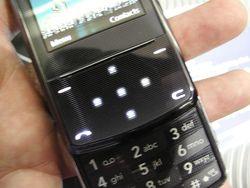 MWC 2008 LG KF510 02