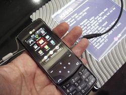 MWC 2008 LG KF510 03