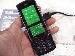 MWC 2008 LG KF600 03