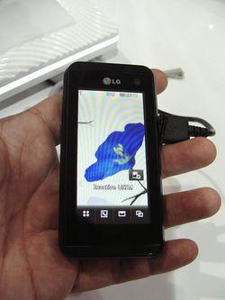 MWC 2008 LG KF700 01
