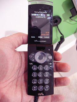 MWC 2008 Sony Ericsson W980 02