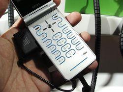 MWC 2008 Sony Ericsson Z770 03