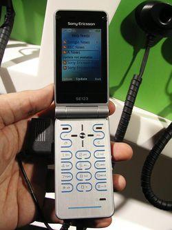 MWC 2008 Sony Ericsson Z770 04