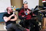 Nouvelle avancée dans les interfaces neuronales : un tétraplégique contrôle un bras robotique par la pensée