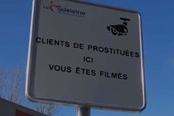 panneaux surveillance prostitution