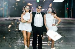 Psy_Gangnam_Style-GNT_a