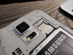 Samsung_Galaxy_S5_MicroSIM_MicroSD_a