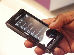 Sony Ericsson idou 04