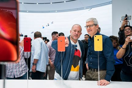 Apple-jonathan-ive-tim-cook-iphone-xr
