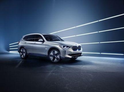 BMW iX3 01