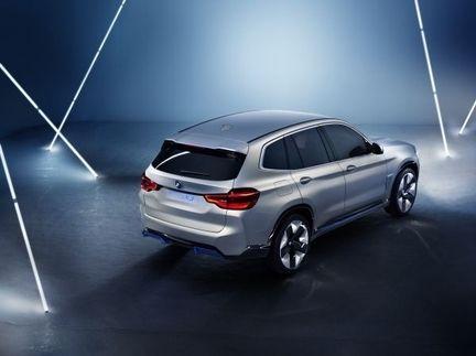 BMW iX3 02