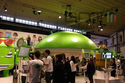 MWC Android stand 01
