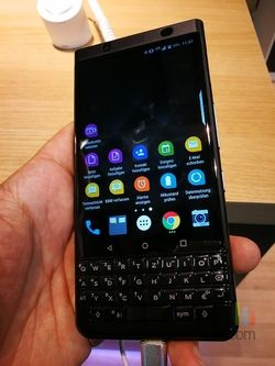 BlackBerry KeyOne Black Edition 01
