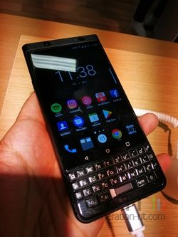 BlackBerry KeyOne Black Edition 03