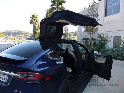 Tesla Model X Falcon Wing 02