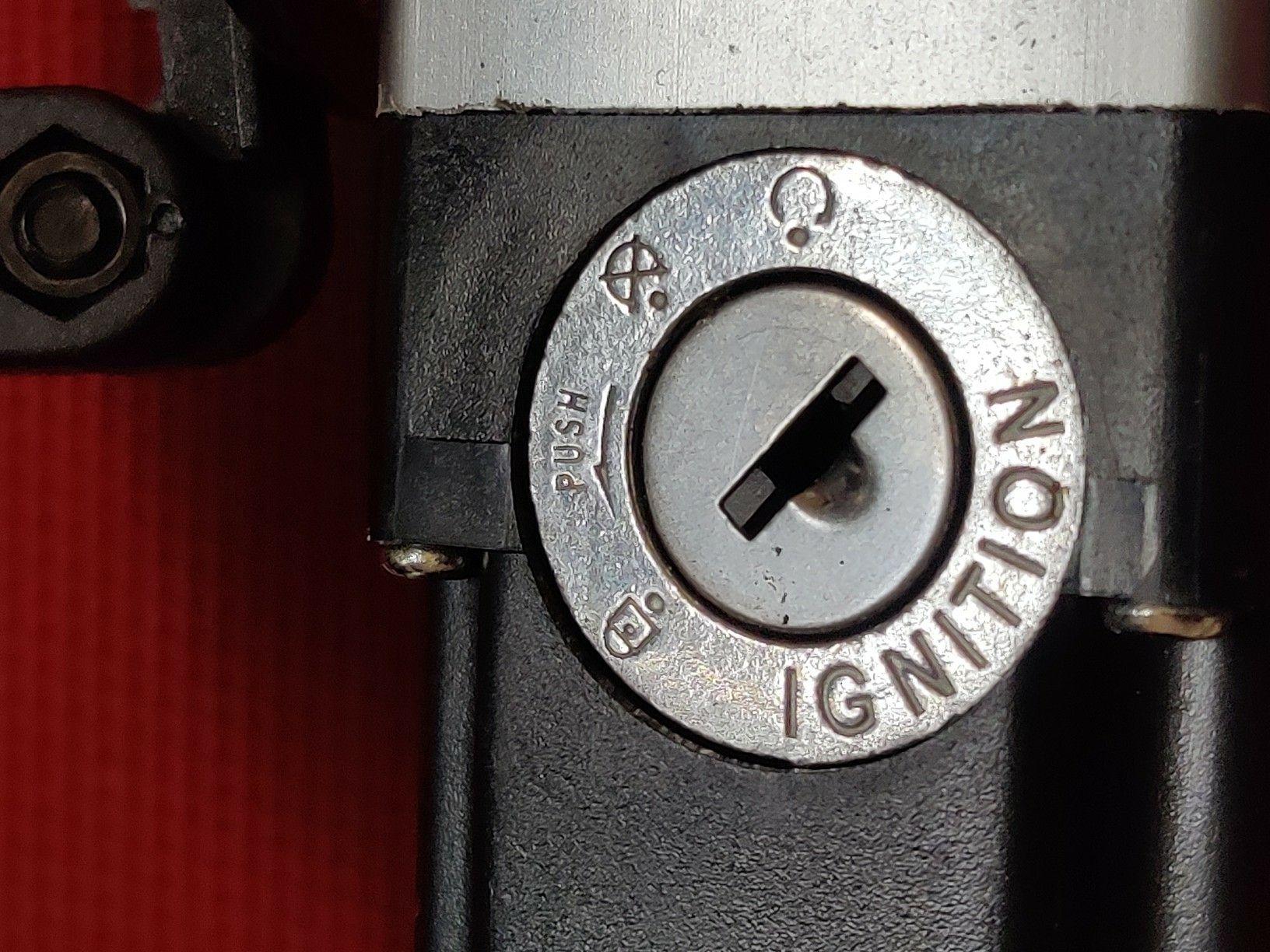 ADO A20F - Vélo batterie fonction tour de clé