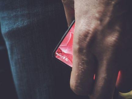 Le smartphone sans bords du papa d'Android présenté le 30 mai — Essential