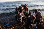 Arrivee-migrants-par-bateau-HCR