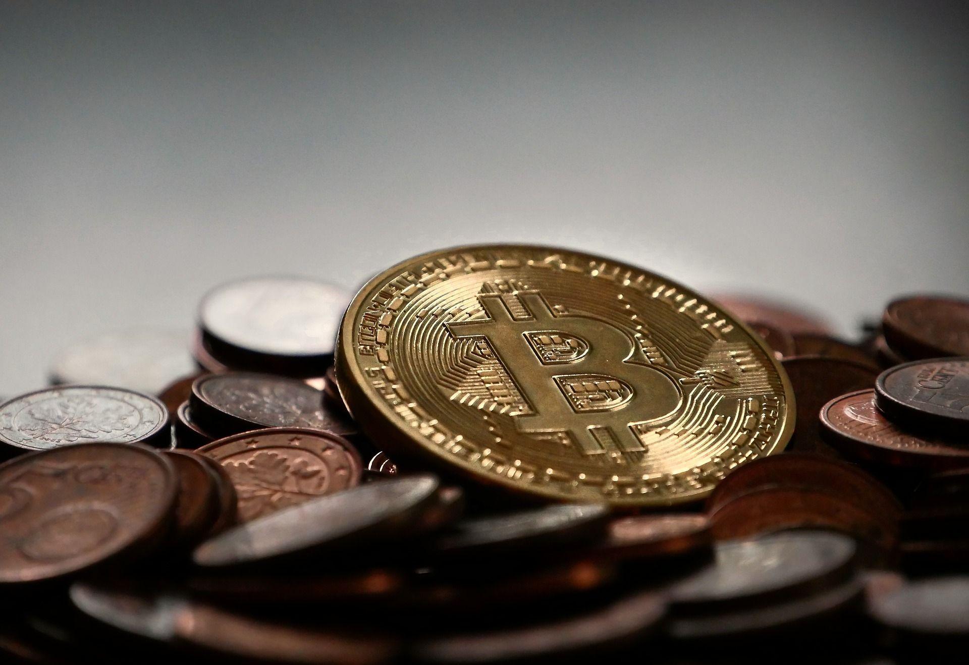 Après son record, le Bitcoin recule brutalement de 16%