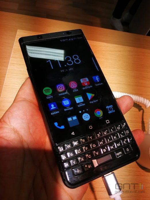 BlackBerry KeyOne Black Edition 03