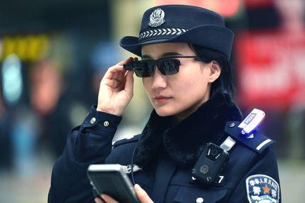 Chine police lunettes reconnaissance faciale