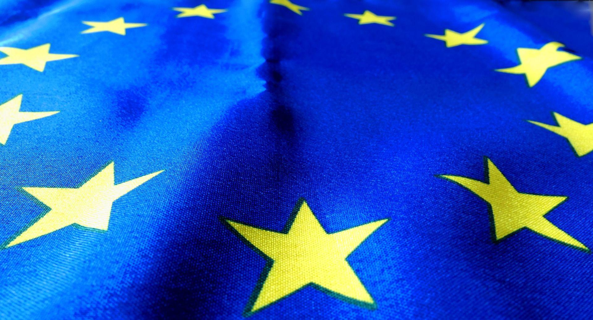 La Commission européenne voudrait un remplacement des batteries de smartphones plus facile