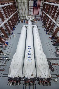 Falcon Heavy 03