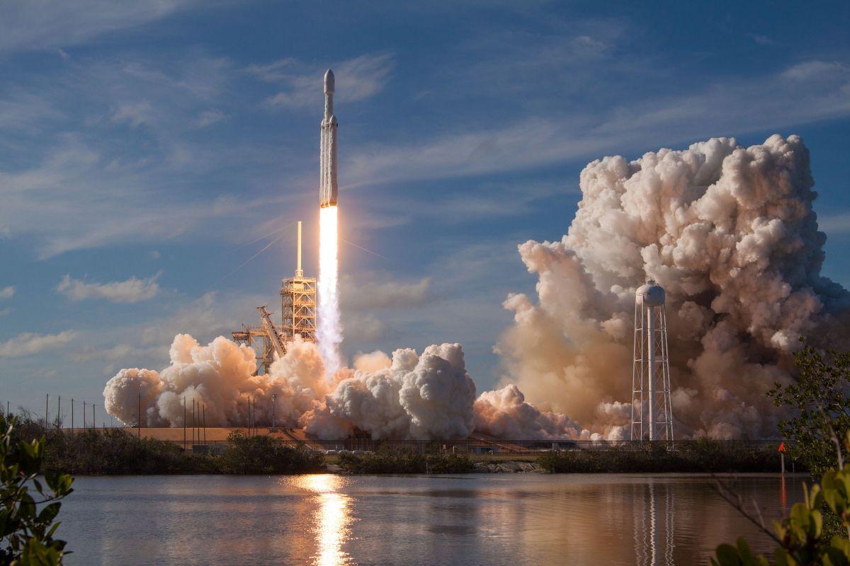 SpaceX : premier vol commercial réussi pour la fusée Falcon Heavy