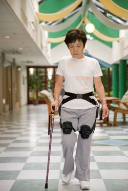 honda_walking_assist_exoskeleton-35