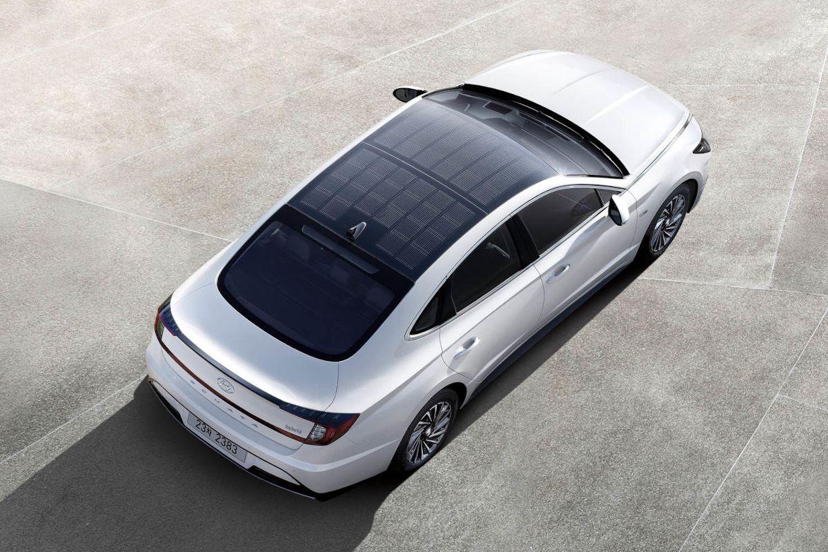Hyundai lance sa première voiture avec toit solaire