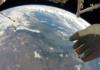 Il s'offre une pause dans l'espace pour contempler la Terre