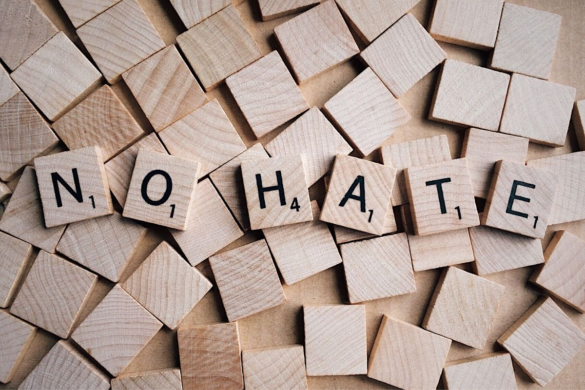 Lutte contre les contenus haineux : la proposition de loi définitivement adoptée
