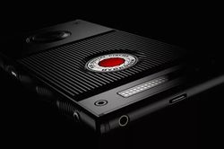 RED smartphone holographique