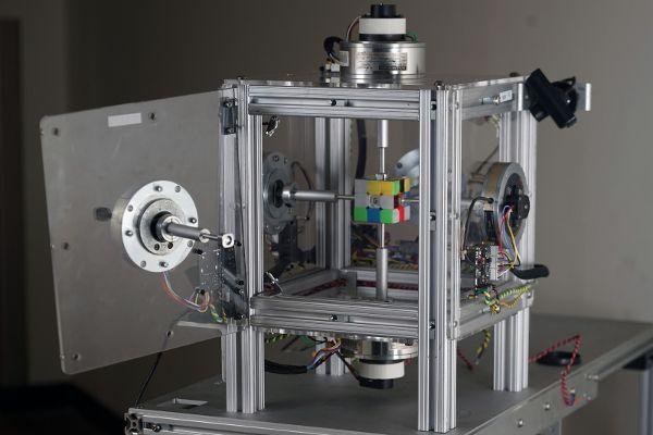 robot-rubiks-cube