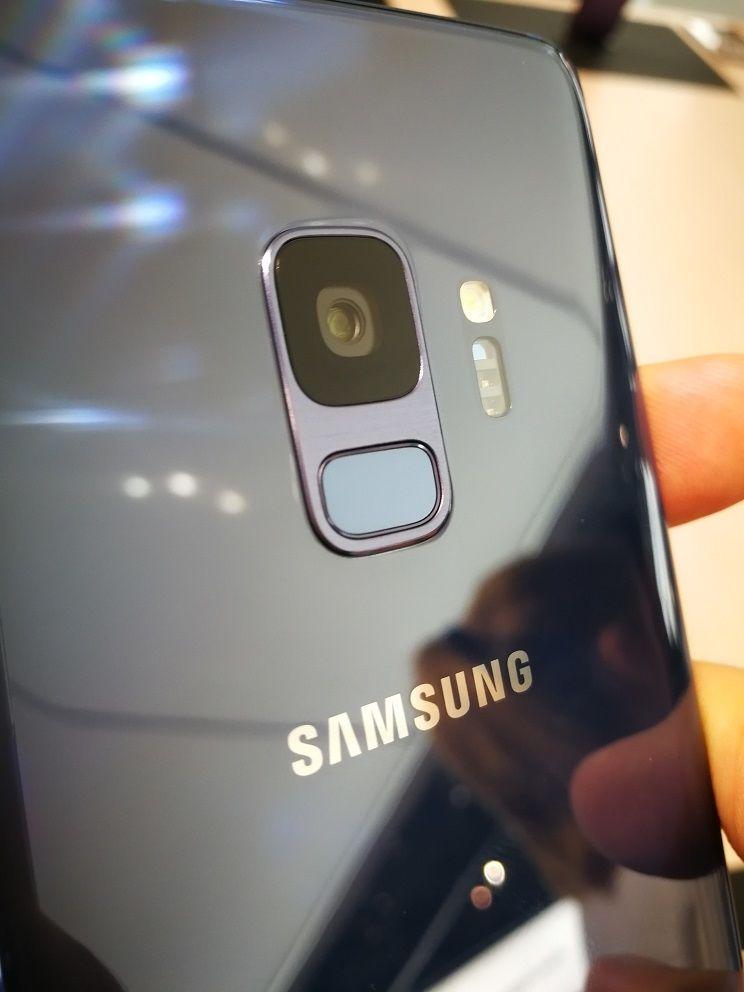 Samsung Galaxy S10 : de la conduction osseuse par l'écran au lieu du haut-parleur ?