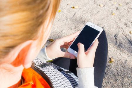 Smartphone et ados: indispensable pour la vie amicale, voire sentimentale